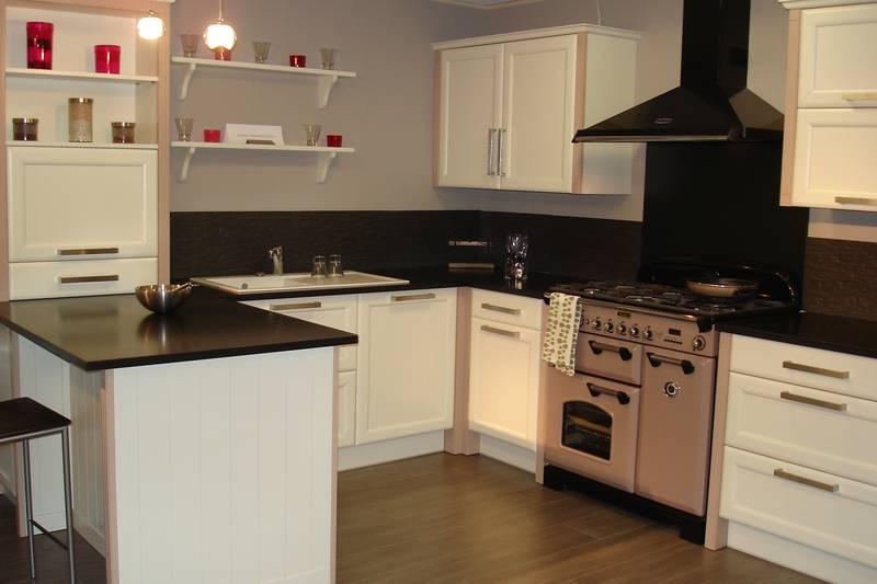 Conception d une cuisine cuisines du plessis fabricant for Disposition cuisine